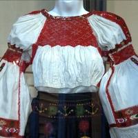 Costumul popular moldovenesc de la Nistru pînă la Carpați